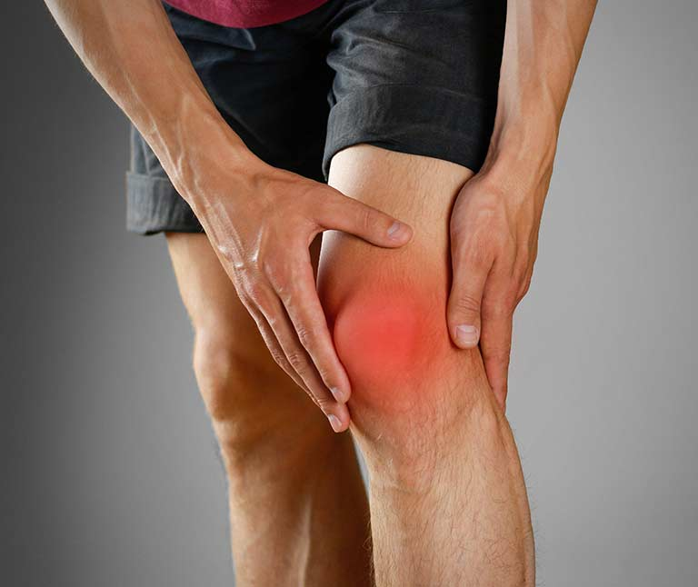 holding the in pain knee joints