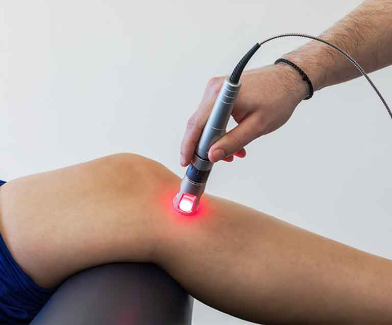 applying laser therapy on the knees